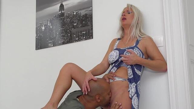 Blonde horny fucking her pussy