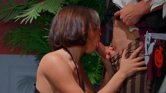 Mary Jane loving anal sex amateur