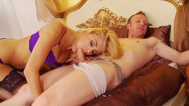 sweet tatto blonde ride a big dick